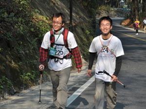 20名北大学生登山迷路 被困四小时后成功脱