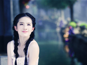 偶遇刘亦菲陪妈妈逛街 母女二人气质强大似