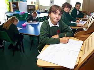 小学引进站立课桌 万万没想到会大受欢迎且益处多多