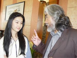张大胡子上刘亦菲 当年神雕群演看到捏咪咪