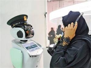 公安局现机器人 不仅处理速度快而且精通外语