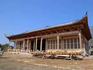 男子花300万农村建别墅 古香古色外形与宫殿相差无几
