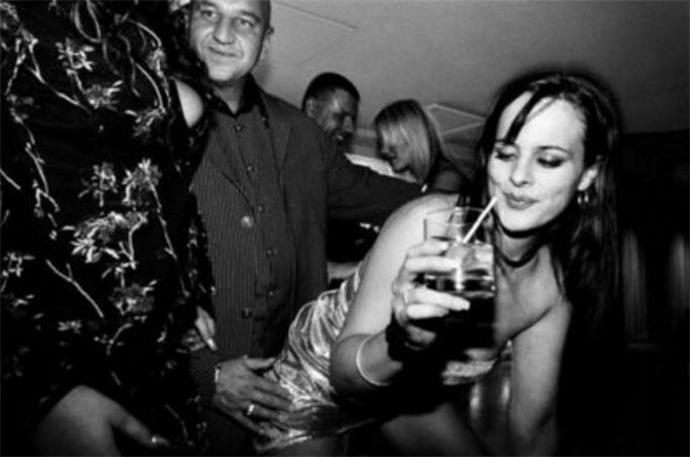 少女酒吧狂欢被性侵