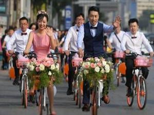 新郎骑共享单车接新娘 女方表示认可并大赞其环保