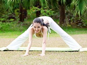 母其弥雅与蔡依林切磋瑜伽 爆红后广告合约