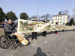 残疾男子绣22米清明上河图 一针一线栩栩如生令人叹为观止