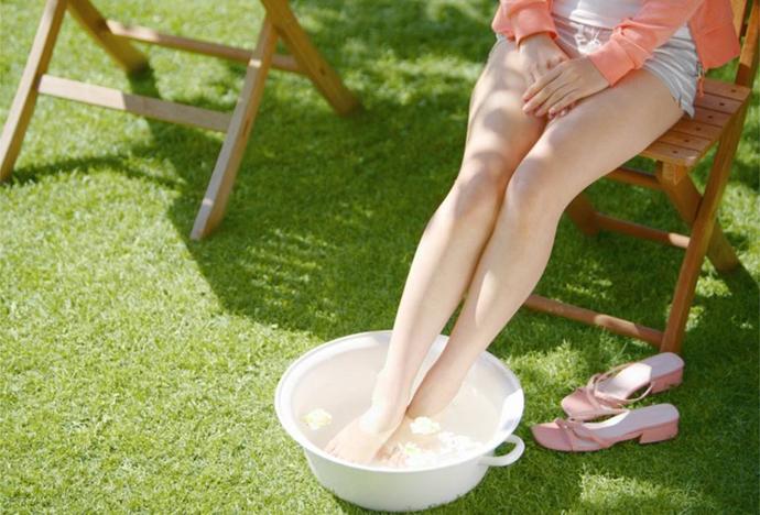 女生手脚冰凉多泡脚