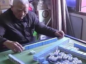 百岁老人打麻将总赢 心态平和堪称现实版的