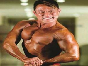 胖大叔变健美男神 50多岁练就一身肌肉