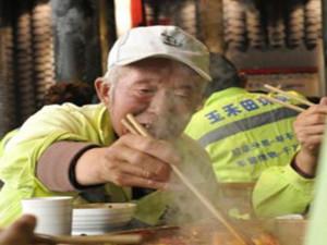 请2000环卫工人吃火锅 变相宣传同样获得认可