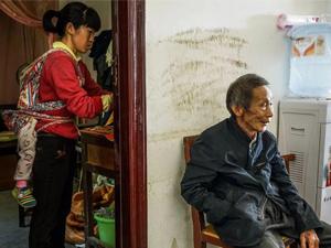 78岁老汉迎娶33岁娇妻 病人变妻子意外怀孕