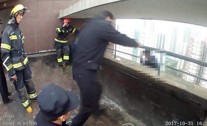 21层高楼飞身救人