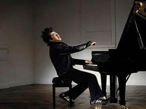 郎朗送谢娜钢琴 网友毒舌浪费了一把好钢琴