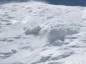 8名登山者遇雪崩被埋 损失部分设备无人员伤亡
