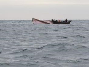 大连发生渔船翻扣 尚有3名失踪人员还没找回