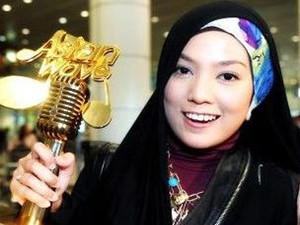 歌手茜拉宣布婚讯 茜拉为什么总是戴头巾