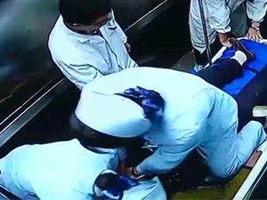 95后护士实施人工呼吸 顾不上病人口吐秽物直接人工呼吸