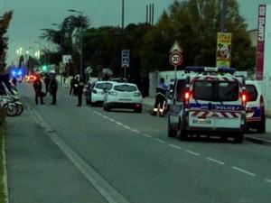 法国发生汽车撞人 男子故意撞人导致一中国