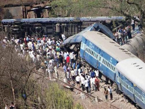 印度火车头失控跑13公里 火车挂满照片的作用是什么