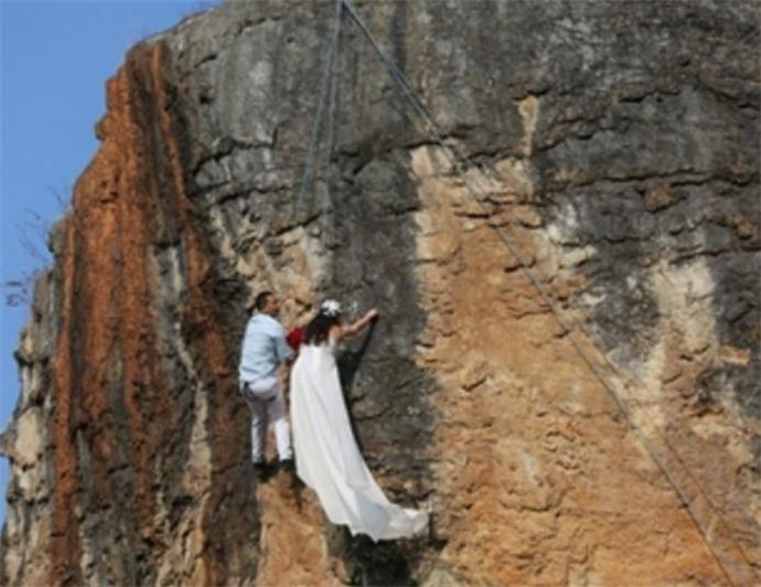悬崖峭壁拍婚纱照