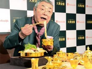 日本展出奢华黄金饭桌 上亿日元的食器用来