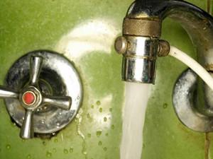 昆阳居民两月用水721吨 谁该为此事承担责任呢