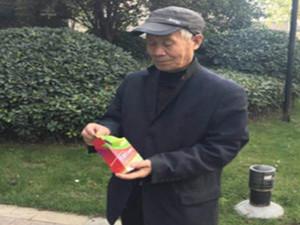 骗子花式手段骗取老人 老人万元抗癌药变饮料