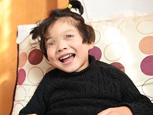 女童患脑瘫遭遗弃 好心夫妇花光积蓄为其治病感动人心