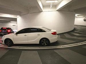 重庆神级停车库 老司机亲身体验表示如同进了时光隧道
