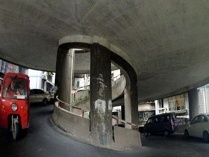 重庆现神级停车场 停车就好像进了旋转楼梯