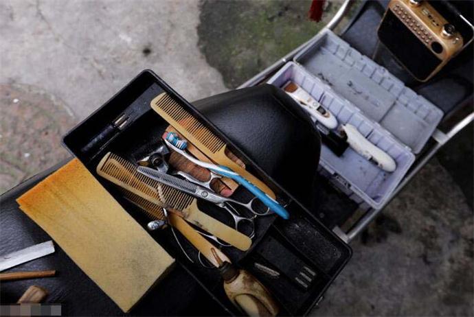 街头理发师熊高武的工具箱