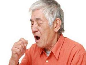 男子吃鸡呛到咳嗽13年 治愈的方式仅仅就那么简单?