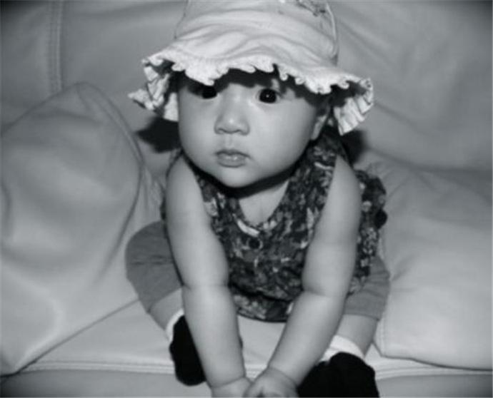 吴尊晒女儿婴儿时期照