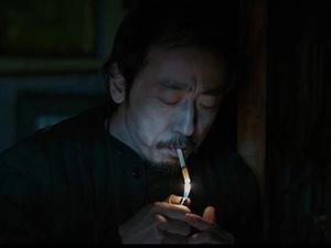 李丰田反向抽烟引模仿 李丰田恐怖形象惹人