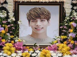 少女时代成员允儿Yuri吊唁钟铉 韩国偶像界