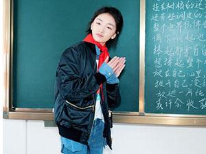 周冬雨助力公益 充当临时老师教学玩乐现场令人动容