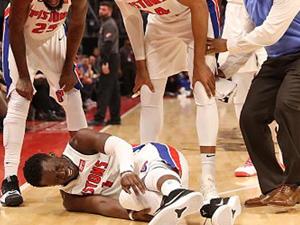 杰克逊三级扭伤 事后经过曝光现场捂脚倒地