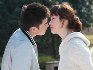 李易峰和李多海的吻照 酒后强吻杨幂滚床单