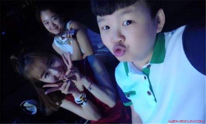 笑傲江湖3孟繁淼个人资料袖珍男孩孟繁淼女朋v男孩便秘视频图片