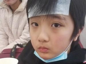 吴镇宇晒费曼近照 因病瘦了不少断眉伤疤醒
