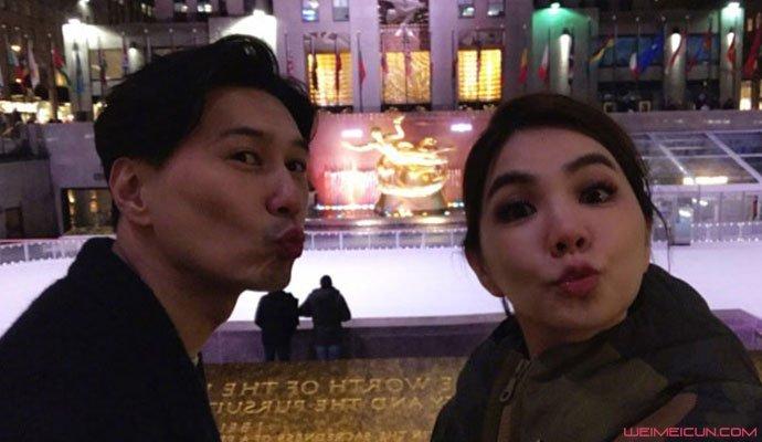 Ella晒与老公在纽约合照
