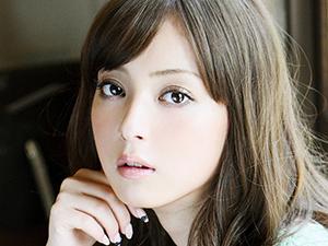 佐佐木希怀孕三个月 斥百万日元赴美产子引