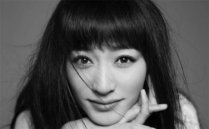 李小冉再回应表演争议 网友怒呛无惧回怼场面激烈