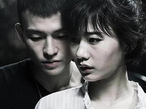 郭姝彤男友是谁 撞脸半个娱乐圈的她雨中凸