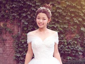 王莎莎整容前后照片对比 差距明显她打死不认晒婚纱照乐开花