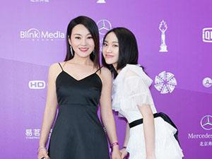 闫妮母女北影节走红毯 相得益彰很吸睛女儿