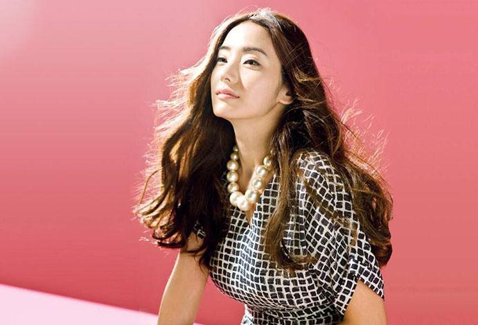 同学的聚会韩国三级中文版这部电影相信大家并不陌生之前在微博上热门搜索的视频就出自本片故事讲述的是两姐妹开了一家理发店生意