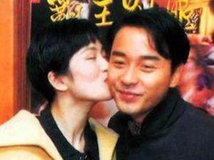 张国荣巩俐25年前合影 张国荣巩俐相互亲吻
