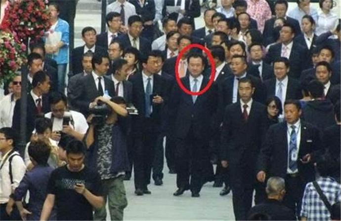 王健林带保镖坐地铁