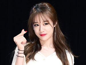 朴智妍签约中国经纪公司 承认整容网友列举